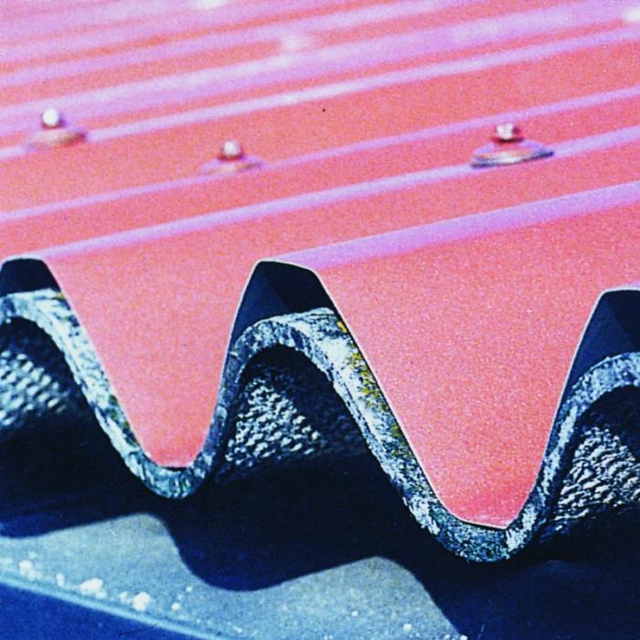 Bac acier simple peau de sur-couverture sur plaques ondulées en fibrociment rouge