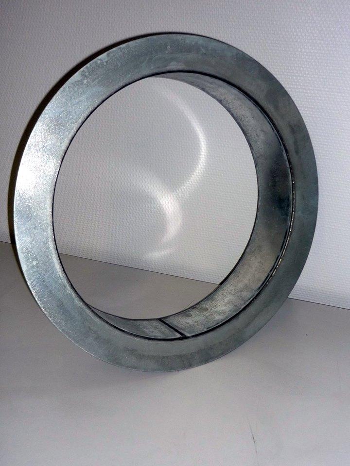 habillages pour hublots en acier galvanisé ou aluminium brut