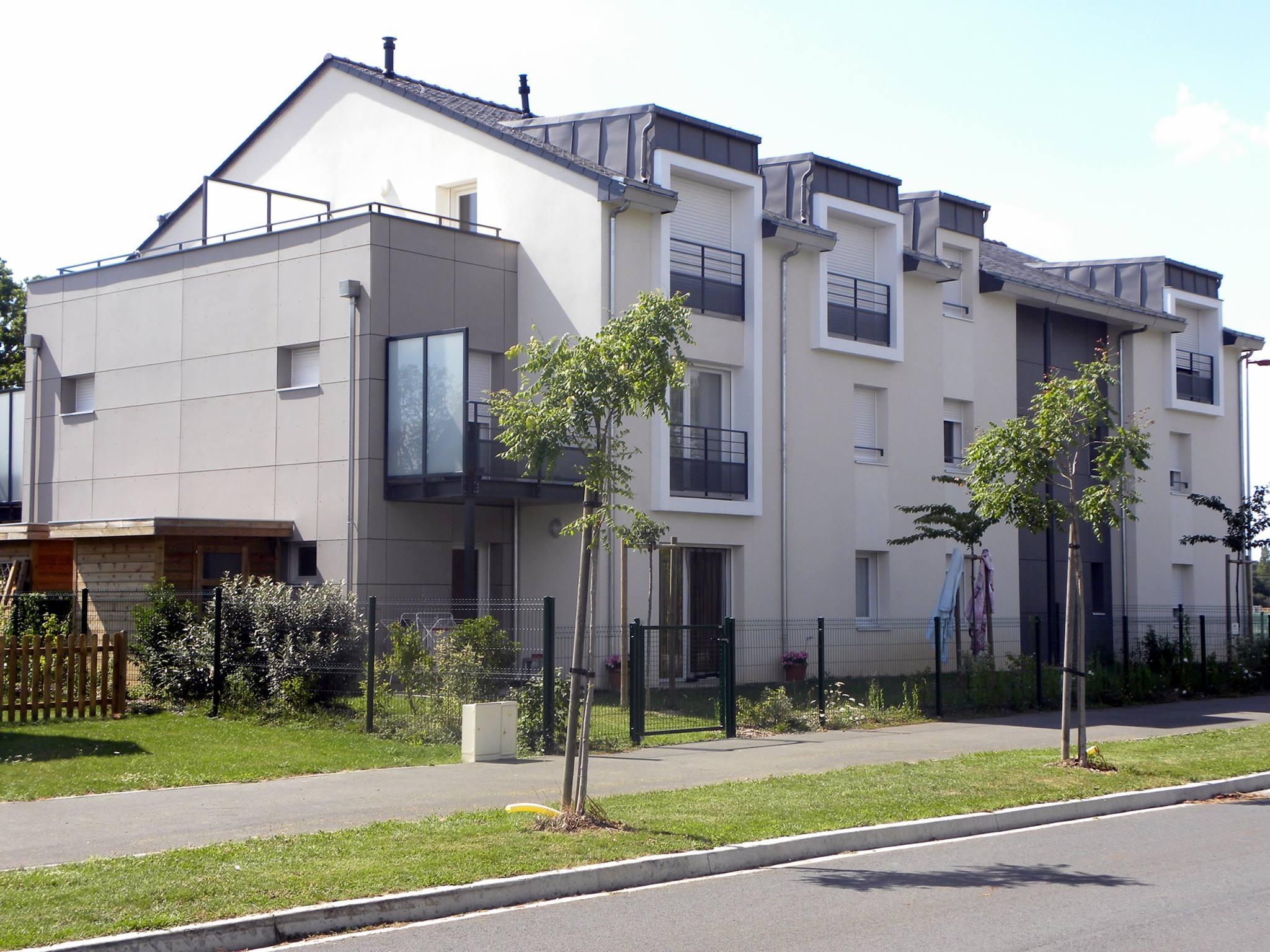 panneaux de façade en fibrociment de type TECTIVA coloris taupe et NATURA coloris gris