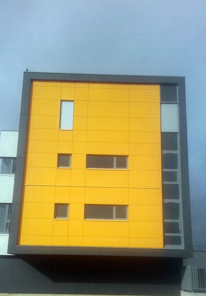 des panneaux de façade en fibrociment : ETERNIT et EQUITONE
