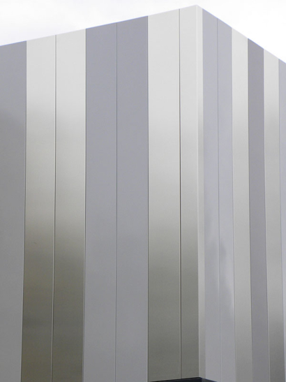 Lames métalliques de façade planes
