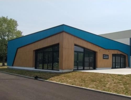 ZOOM CHANTIER – Une salle de convivialité, toute de panneaux Polyrey vêtue