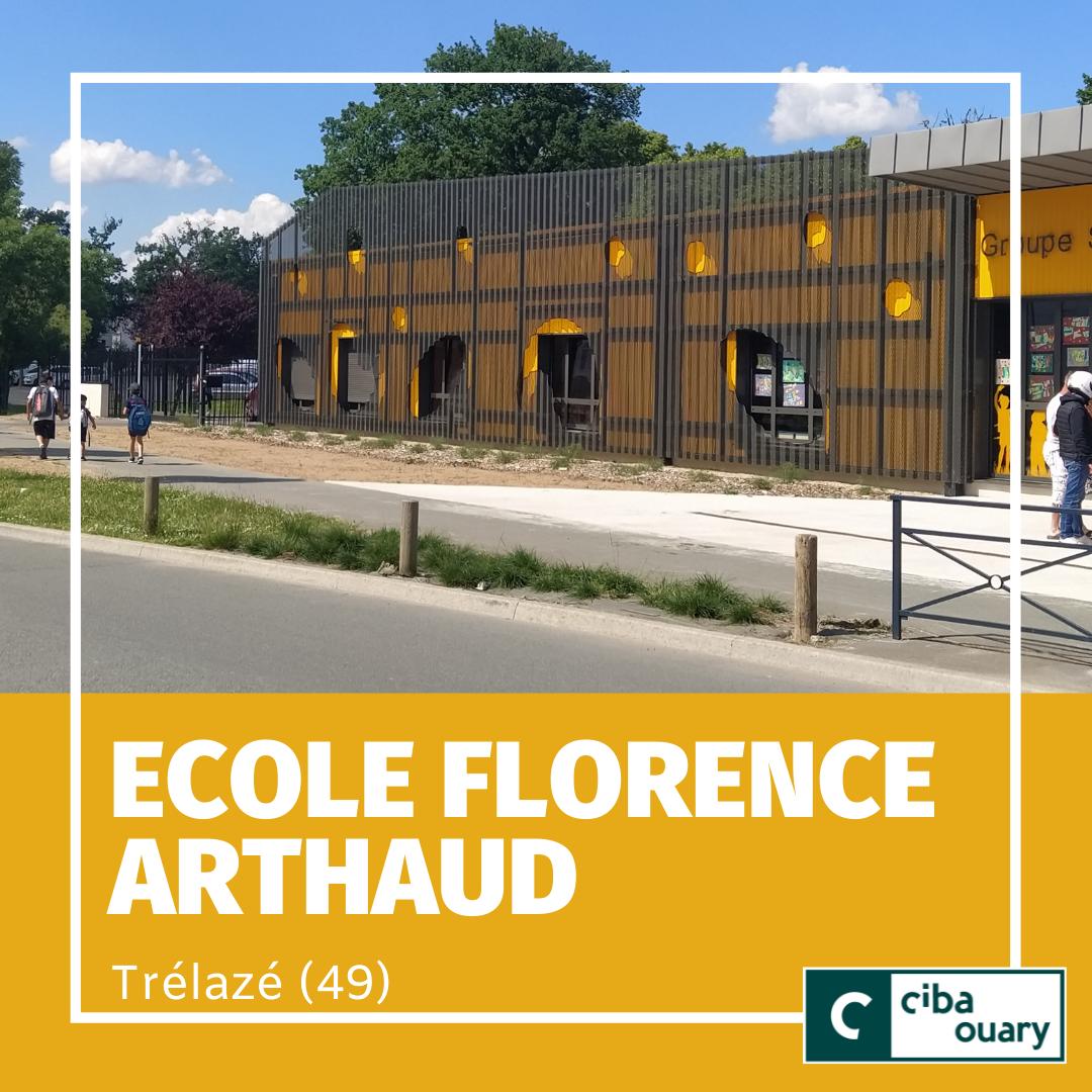 Façade école Florence Arthaud bardage métallique orange et noir perforé